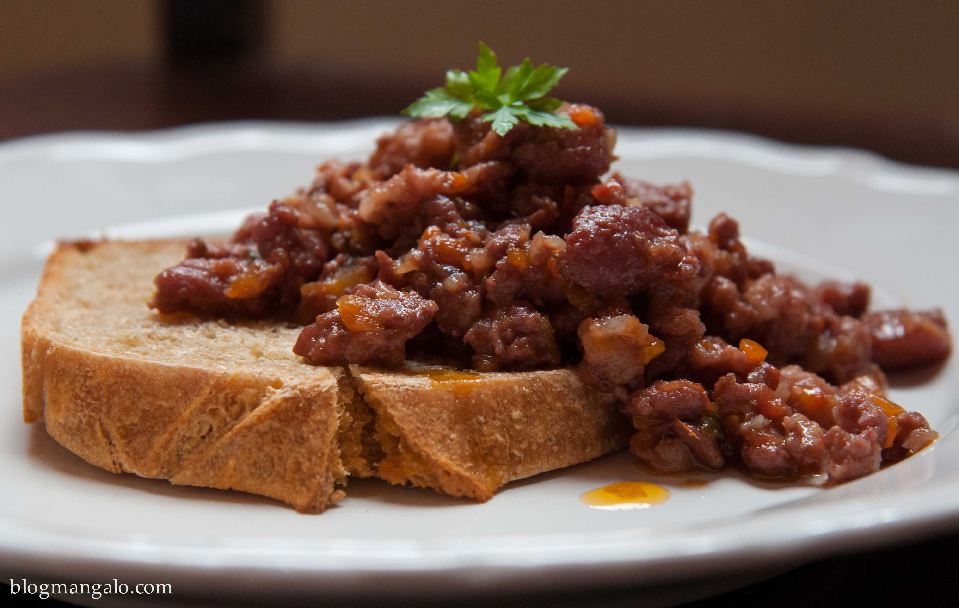 Ragu de Linguiça com Pão de Semolina